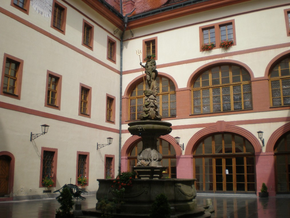 Lnare Castle - courtyard with neptun fountain